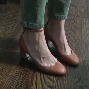 Valentino Tango pumps in tan / camel.
